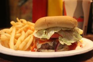 NYの高級ホテル内にある隠れ家店。セレブも魅了するハンバーガー