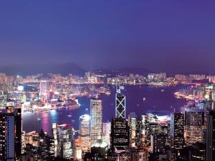 時間によって異なる顔を見せる、不思議な香港の旅へ