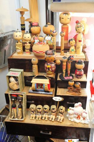 全国各地から集まった、表情豊かな郷土玩具たち