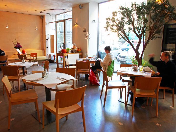 プラハのナチュラル系カフェで絶品スイーツを