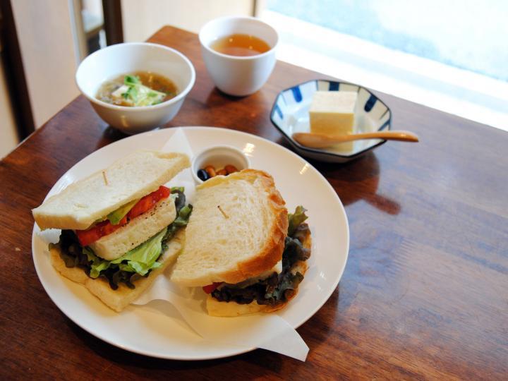 豆腐好きにはたまらない、フードからスイーツまで豆腐づくしのカフェ「豆腐room Dy's」