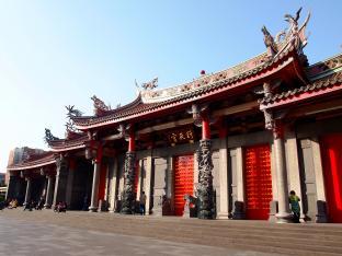 台北のパワースポット「行天宮」で運勢を見てもらう