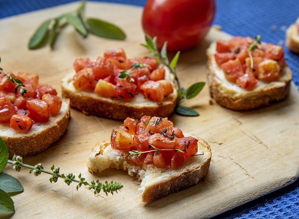 Bruschetta de Tomates Frescos e Tomilho
