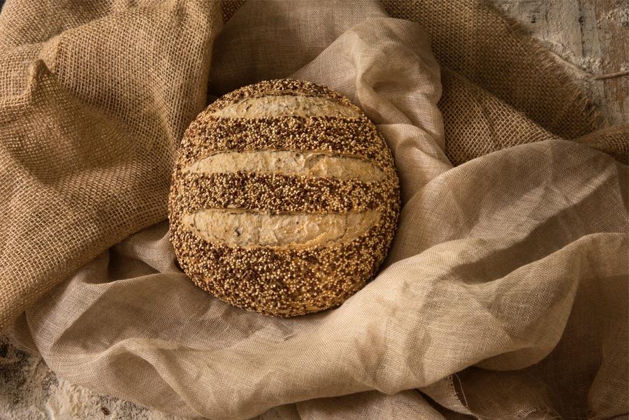 Pão de Quinua e Linhaça com Levain