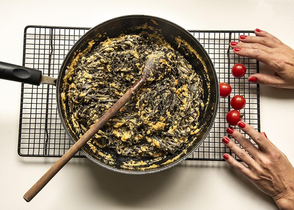 Linguine ao Pesto de Alcachofra com Tomatinhos Assados