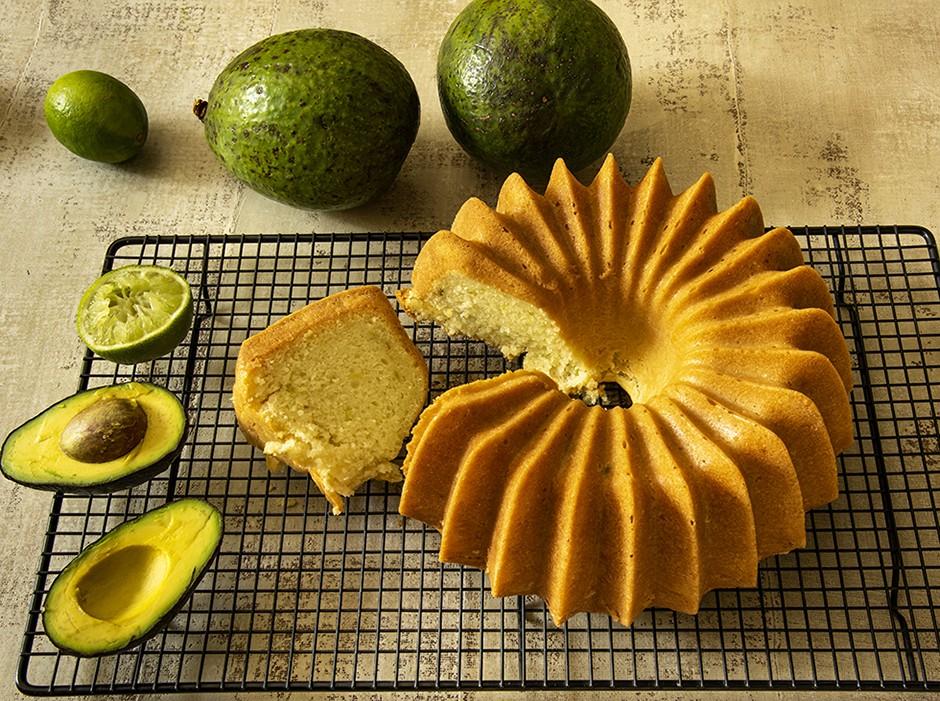 Bolo de Abacate com Limão