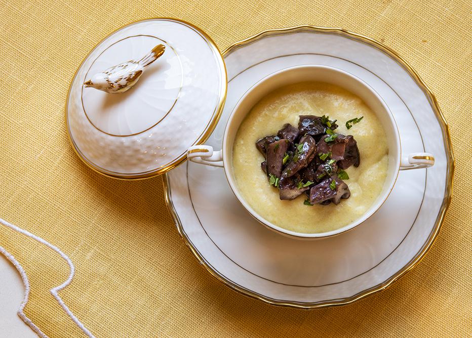 Polenta Cremosa com Mascarpone e Ragu de Cogumelo