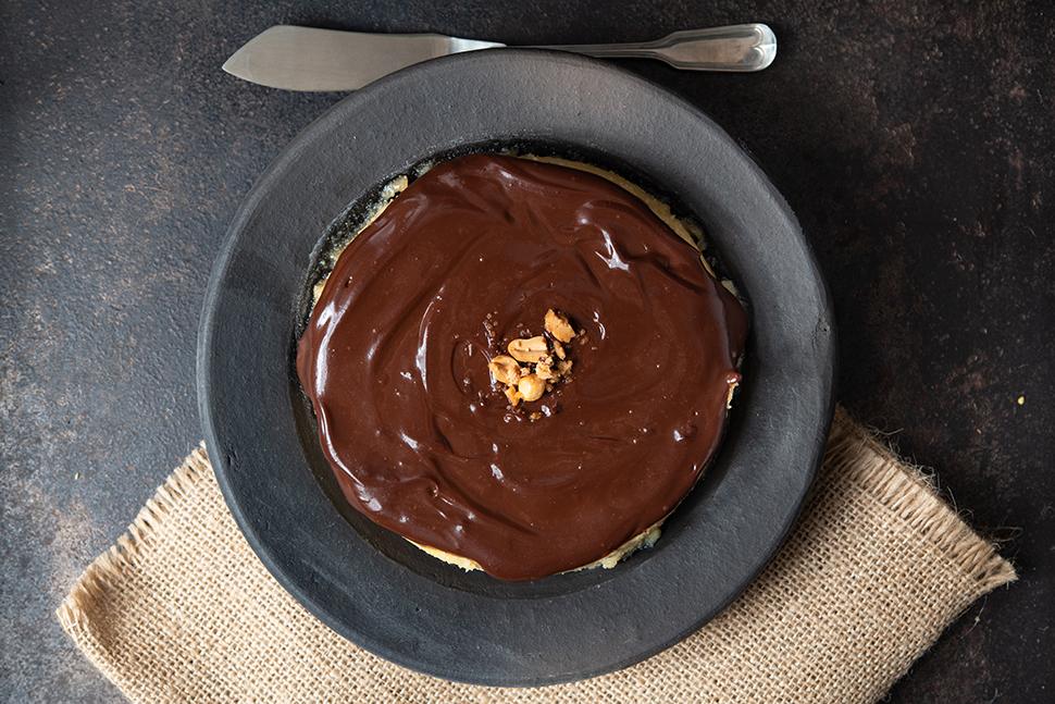 Cheesecake de Paçoca com Cobertura de Chocolate