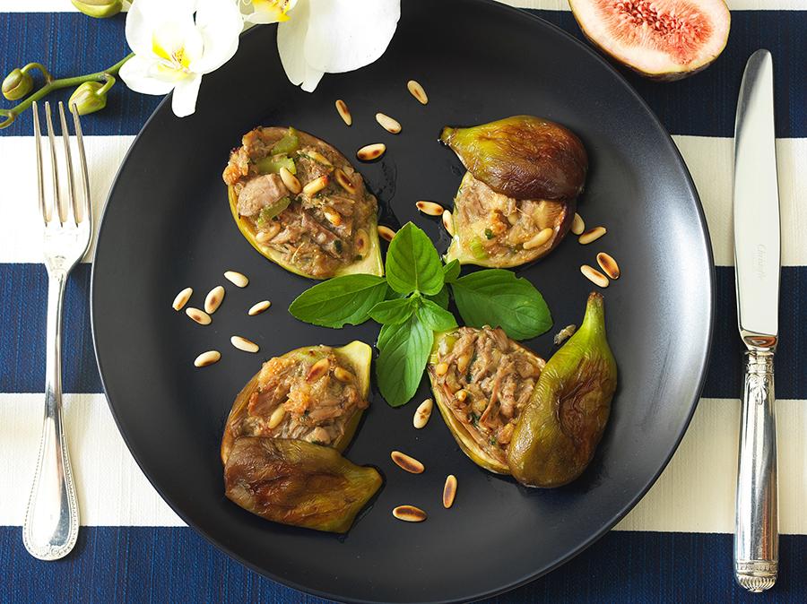Figos Recheados com Lascas de Pato, Pinoli e Manjericão