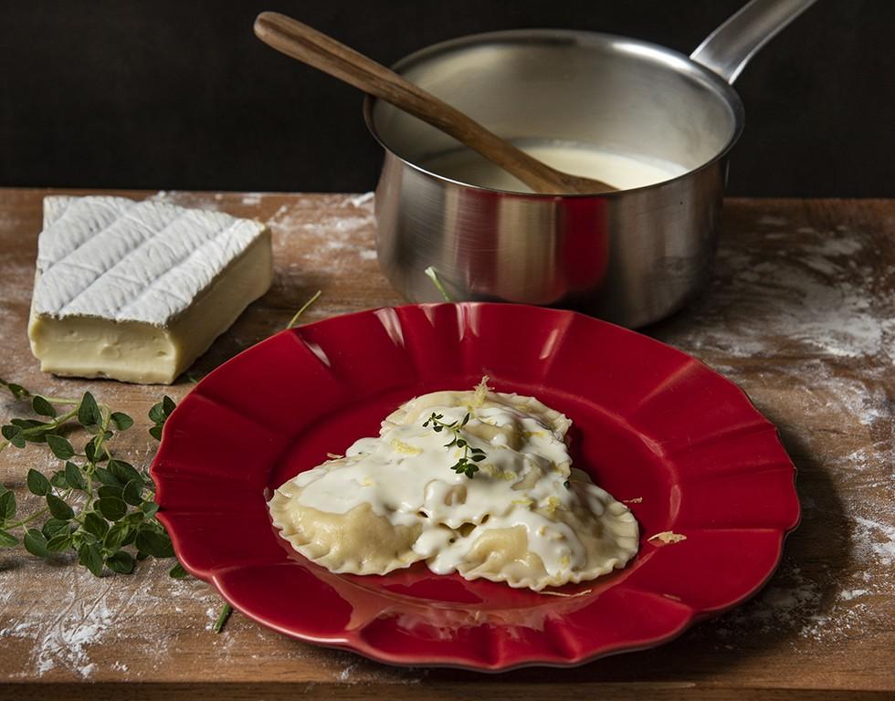 Ravioli de Brie ao Molho Limone