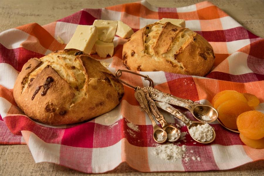 Pão de Levain com Damasco e Chocolate Branco