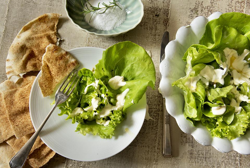 Salada de Alface com Queijo de Cabra Derretido