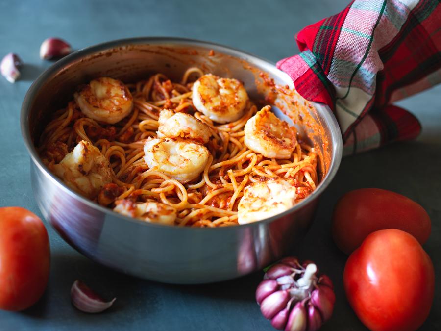 Spaghetti Piccanti con Scampi, Pistacchi e Zafferano