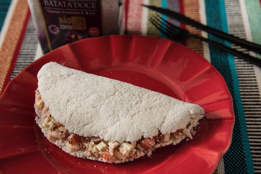 Tapioca de Batata-Doce com Peito de Peru e Queijo Branco