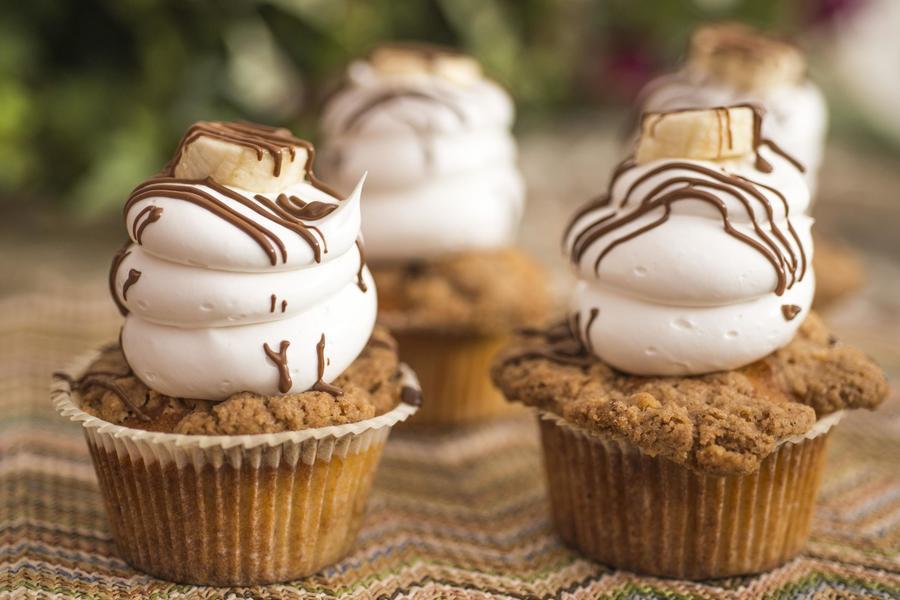 Cupcake de Banana Crumble com Nutella e Merengue Italiano