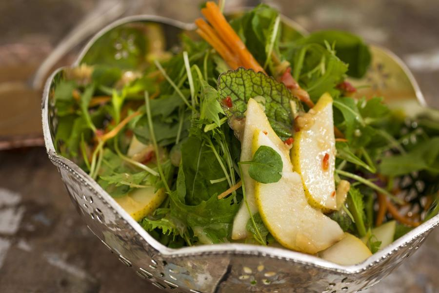 Salada de Pera e Agrião com Molho Picante