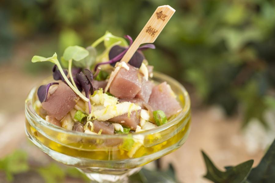 Tartar de Atum com Palmito Pupunha e Molho de Coentro