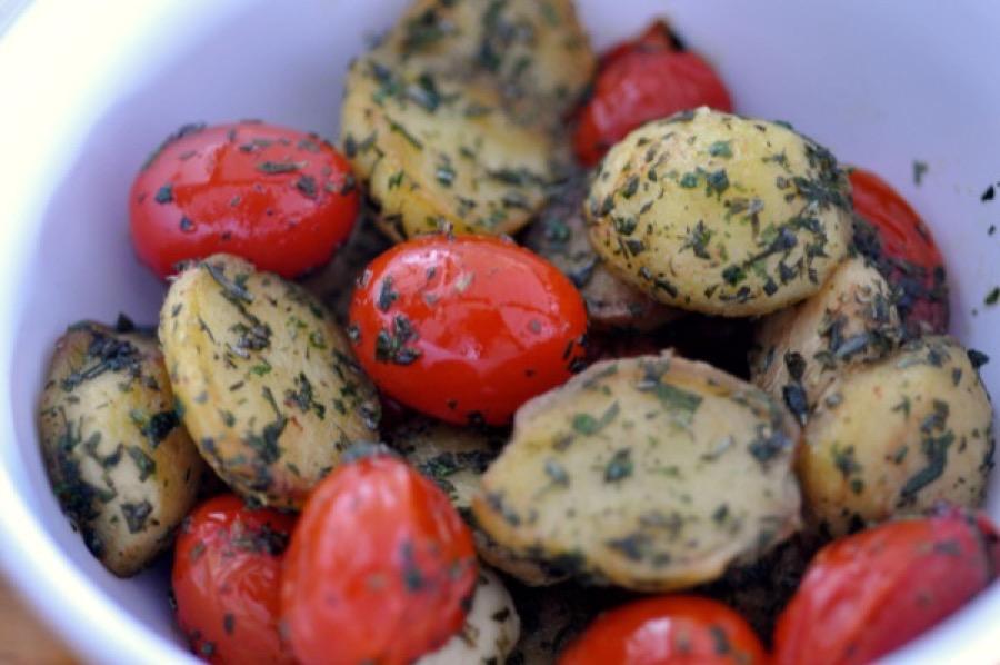 Batata Bolinha com Ervas e Tomate-Cereja