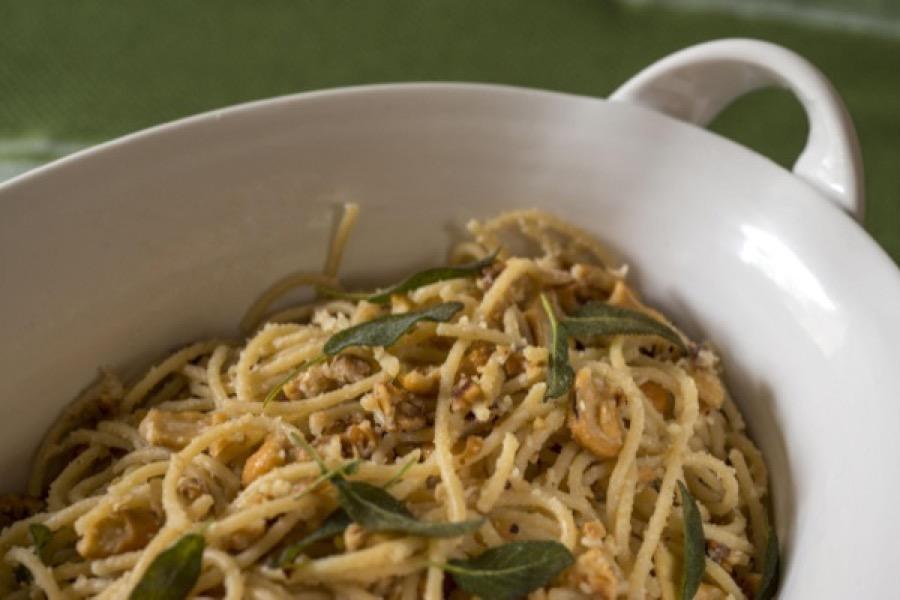 Espaguete com Castanha, Avelã e Sálvia