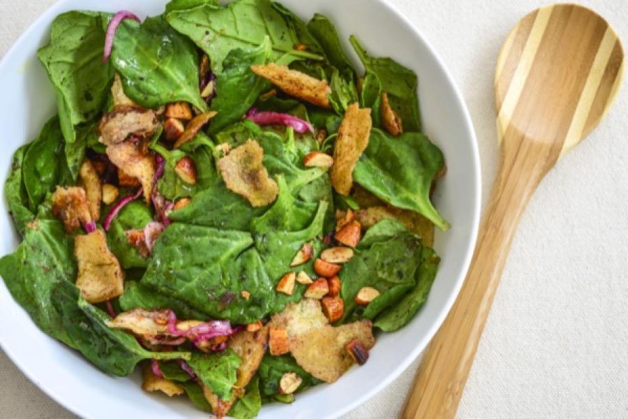 Salada de Espinafre com Tâmara e Amêndoa