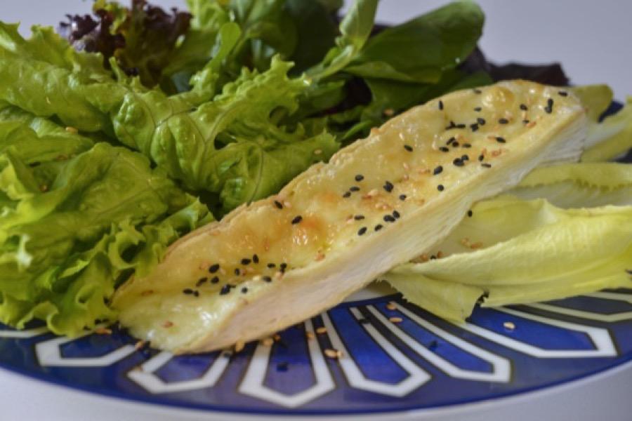 Brie Quente com Salada Verde