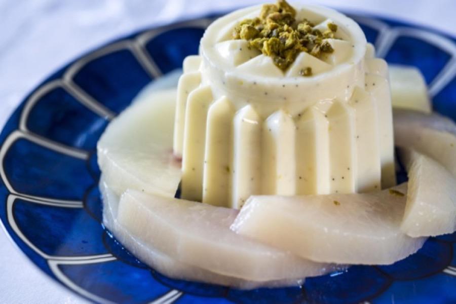 Pudim de Iogurte com Pêssegos Escaldados