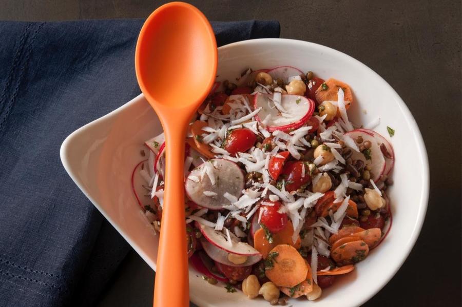 Salada de Grão-de-Bico com Rabanete e Espinafre