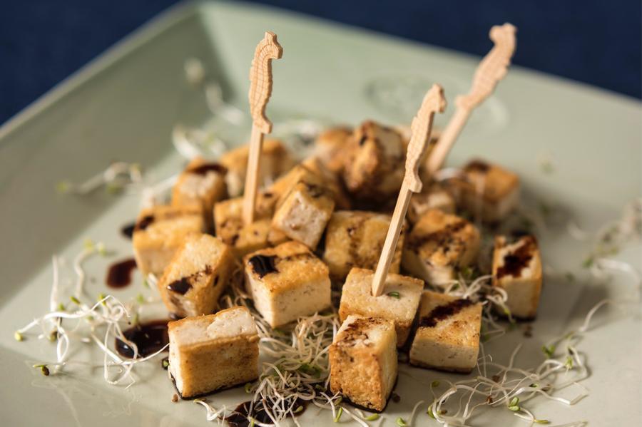 Espetinhos de Tofu com Brotos de Alfafa
