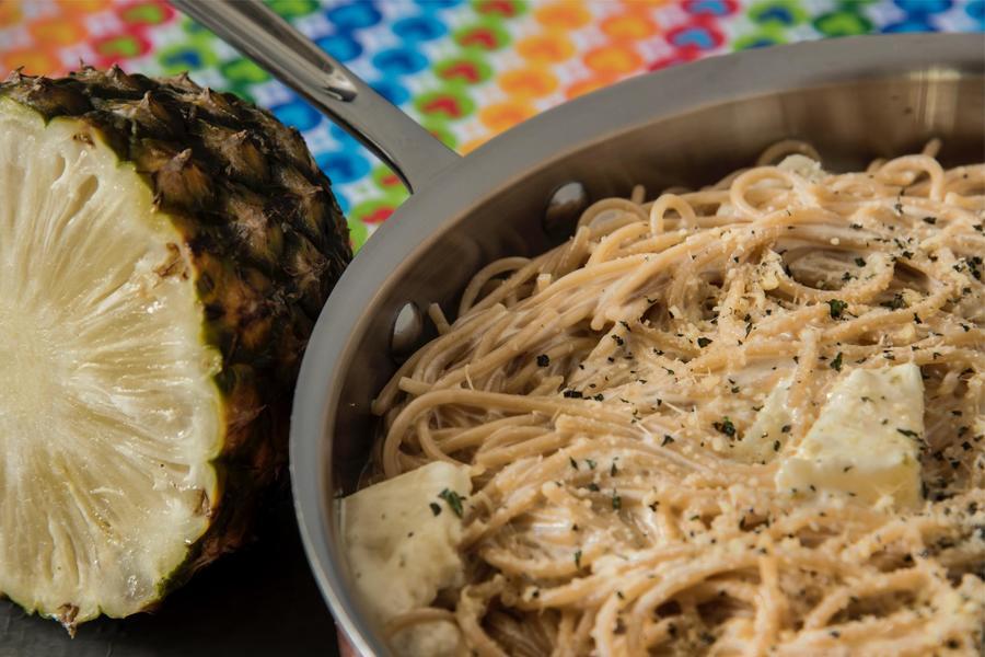 Espaguete com Abacaxi Grelhado, Hortelã e Molho de Limão
