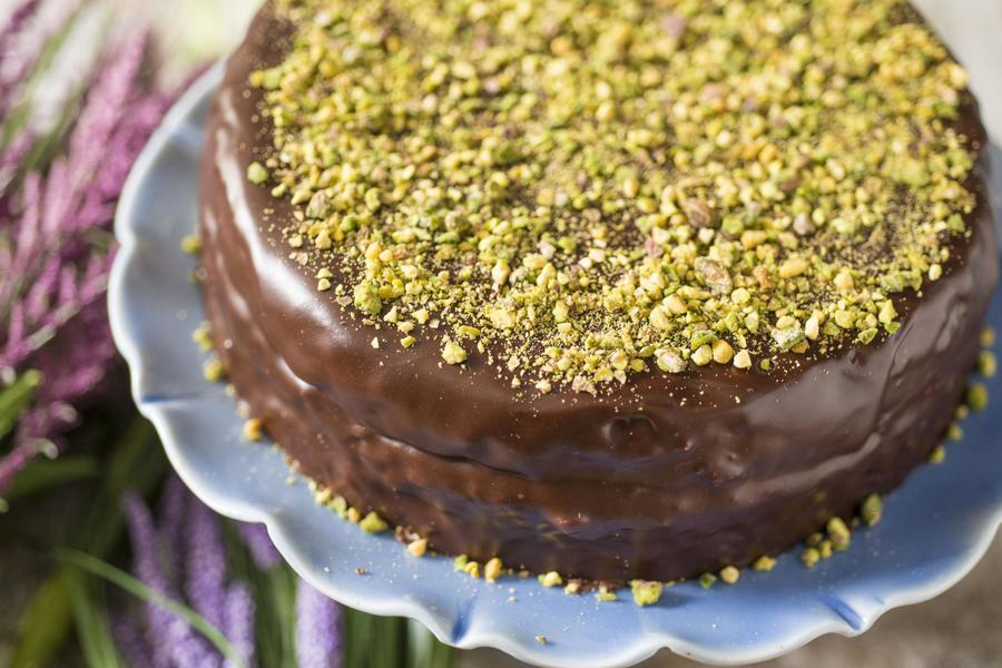 Bolo de Chocolate com Mascarpone e Pistache