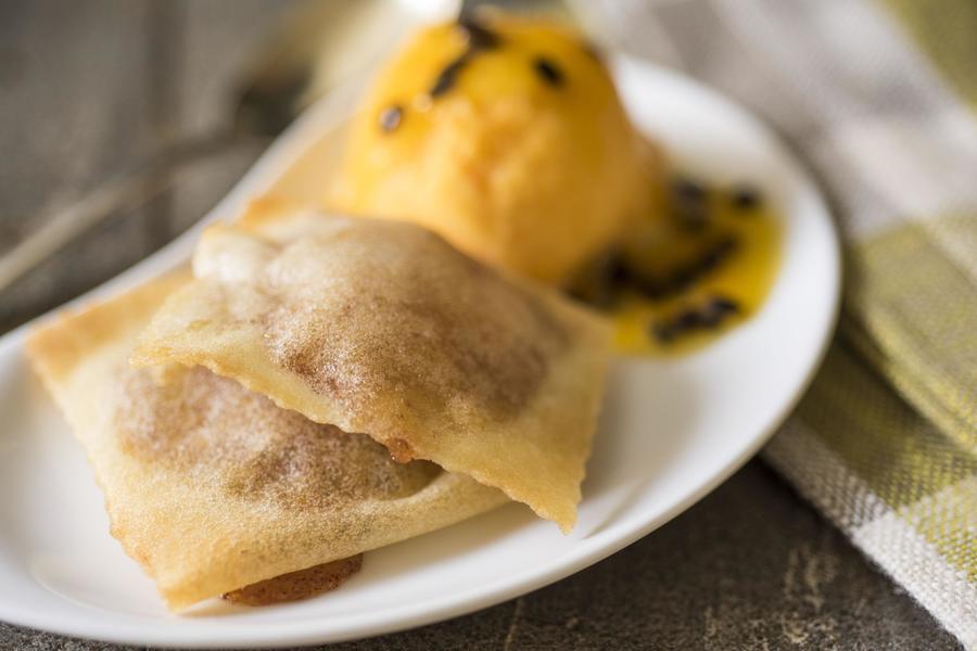 Ravióli de Banana com Maracujá e Sorbet de Tangerina