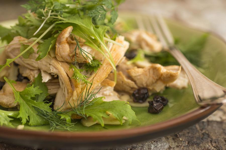 Salada de Sassami de Frango com Passa e Amêndoa