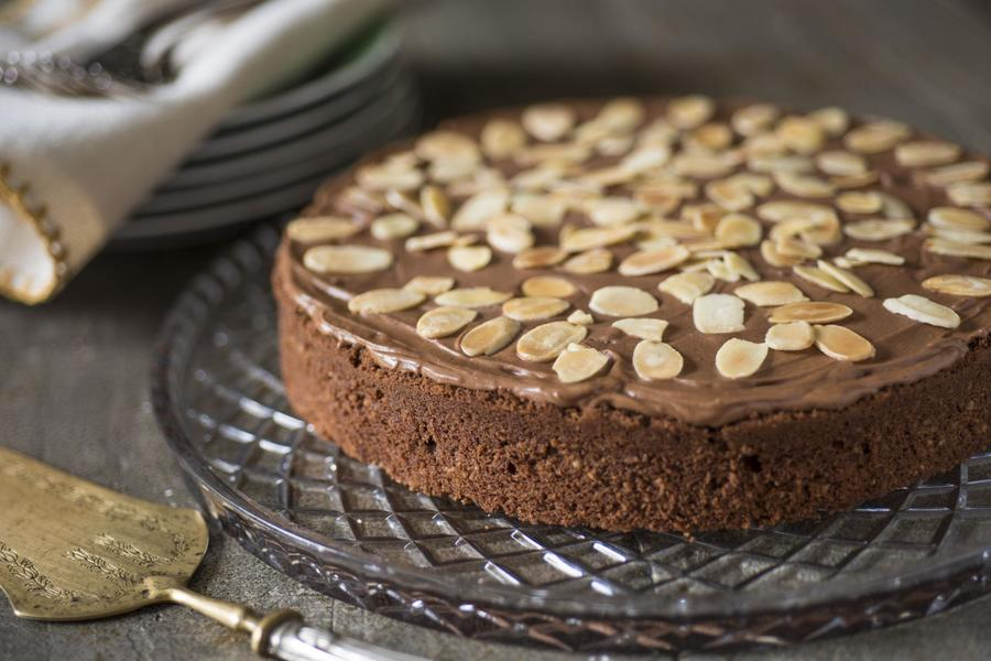 Bolo de Chocolate e Amêndoa com Cobertura