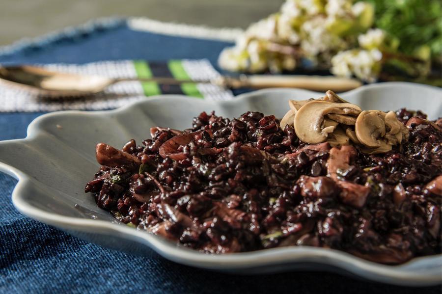 Risoto de Arroz Negro, Cogumelos e Vinho Madeira