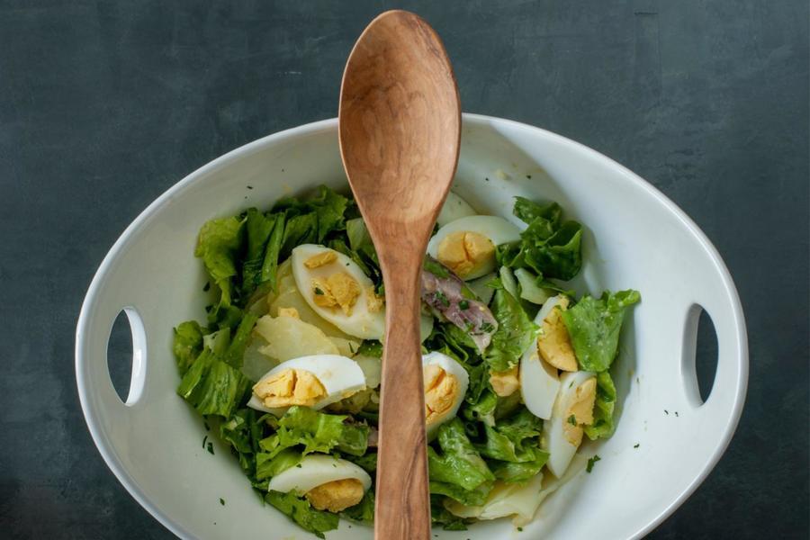 Salada de Escarola, Batatas, Arenque e Ovos à la Meuniére