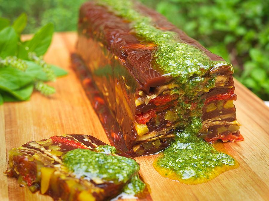 Terrine de Legumes Grelhados ao Molho Pesto de Rúcula
