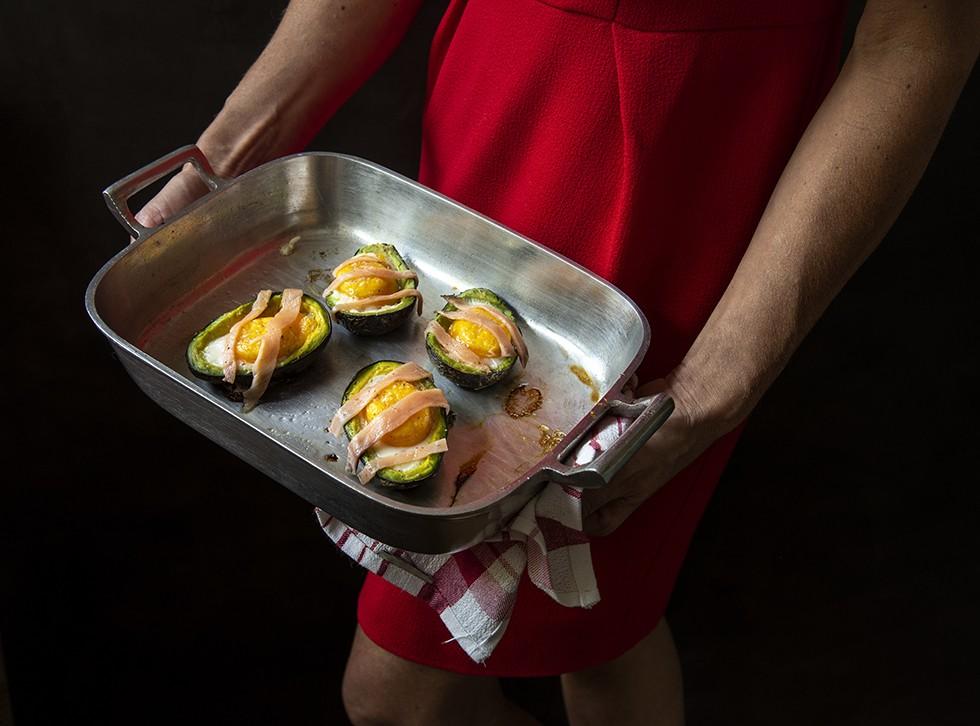 Avocado Recheado com Ovo e Salmão Defumado