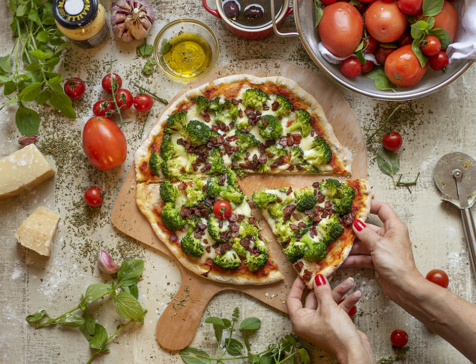 Pizza de Massa Rápida de Brócolis e Bacon