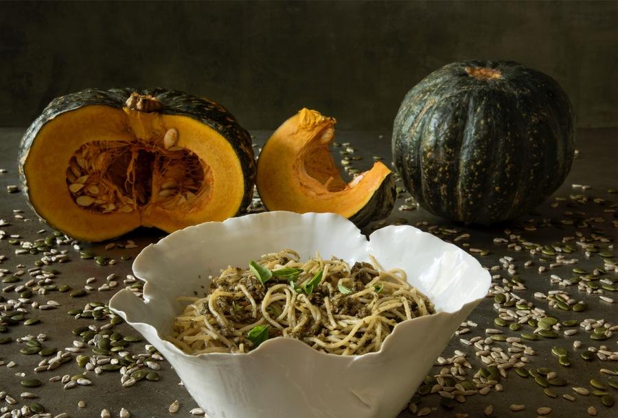 Spaghettini Integral com Pesto de Semente de Girassol, Abóbora e Ervas