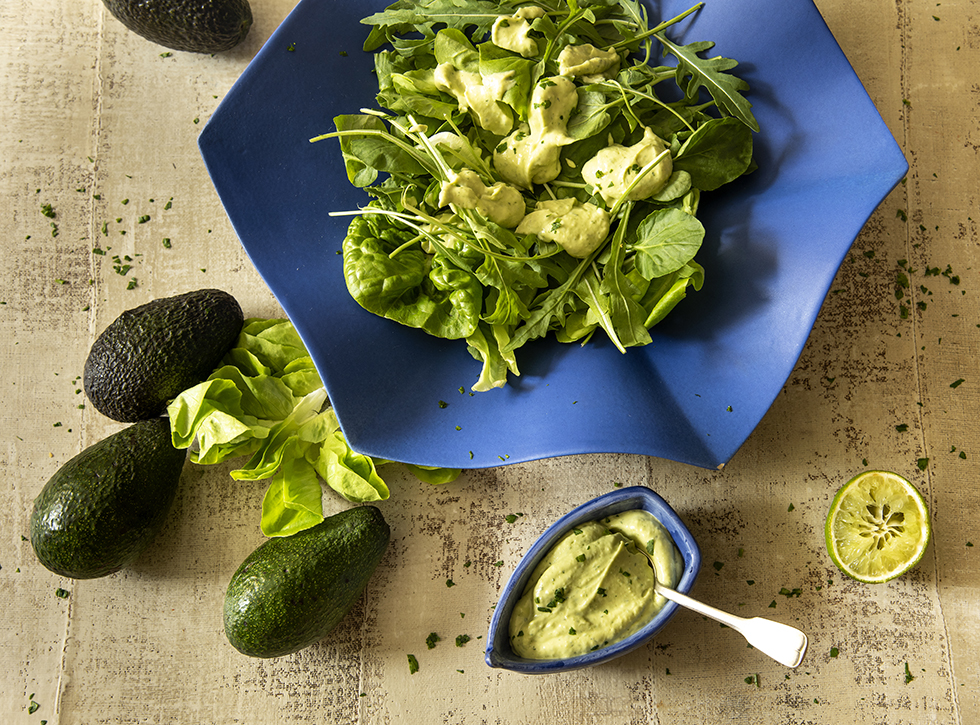 Molho de Abacate com Iogurte para Saladas