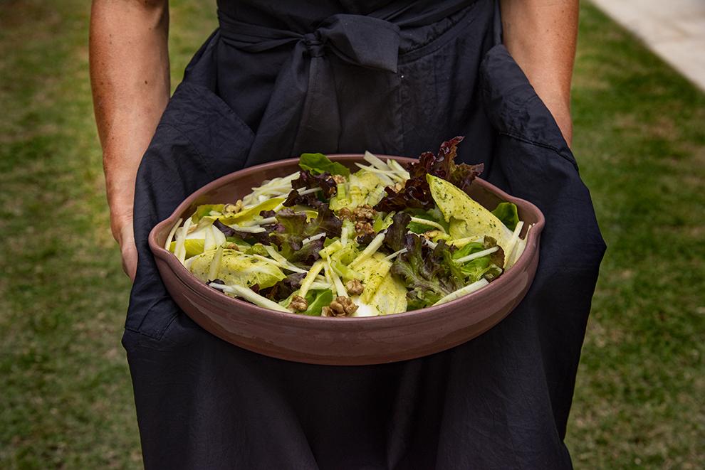 Salada de Endívia, Folhas Verdes, Maçã e Vinagrete de Nozes