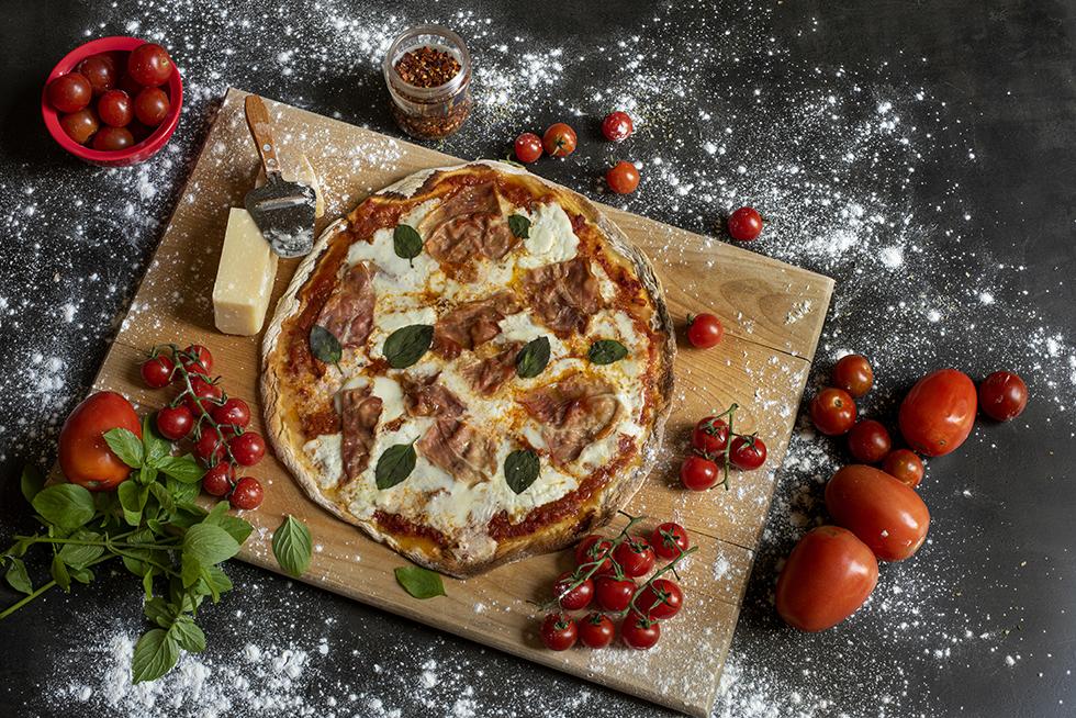 Pizza de Fermento Natural com Presunto Cru e Burrata