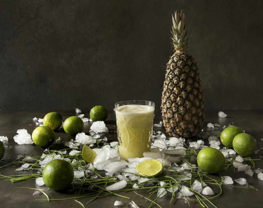 Suco de Abacaxi com Limão e Maçã - Tá na Mesa