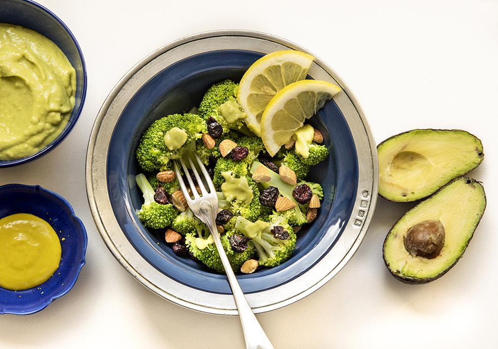 Salada de Brócolis com Molho de Avocado