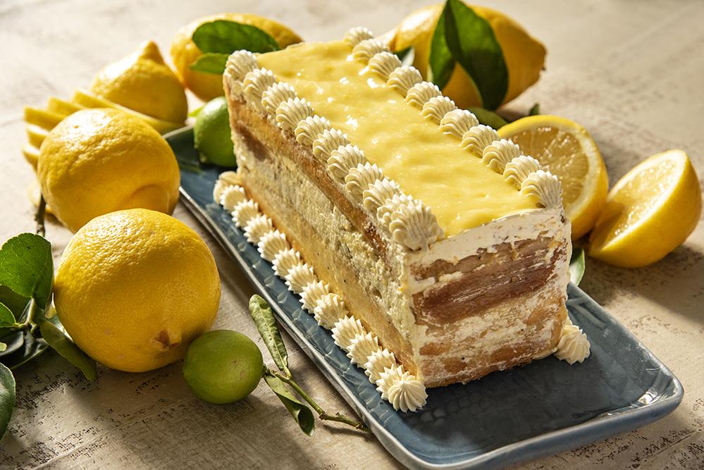 Bolo de Limão-Siciliano com Curd de Limão e Buttercream de Baunilha