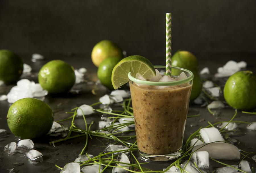 Suco de Abacaxi com Limão e Ameixa - Tá na Mesa