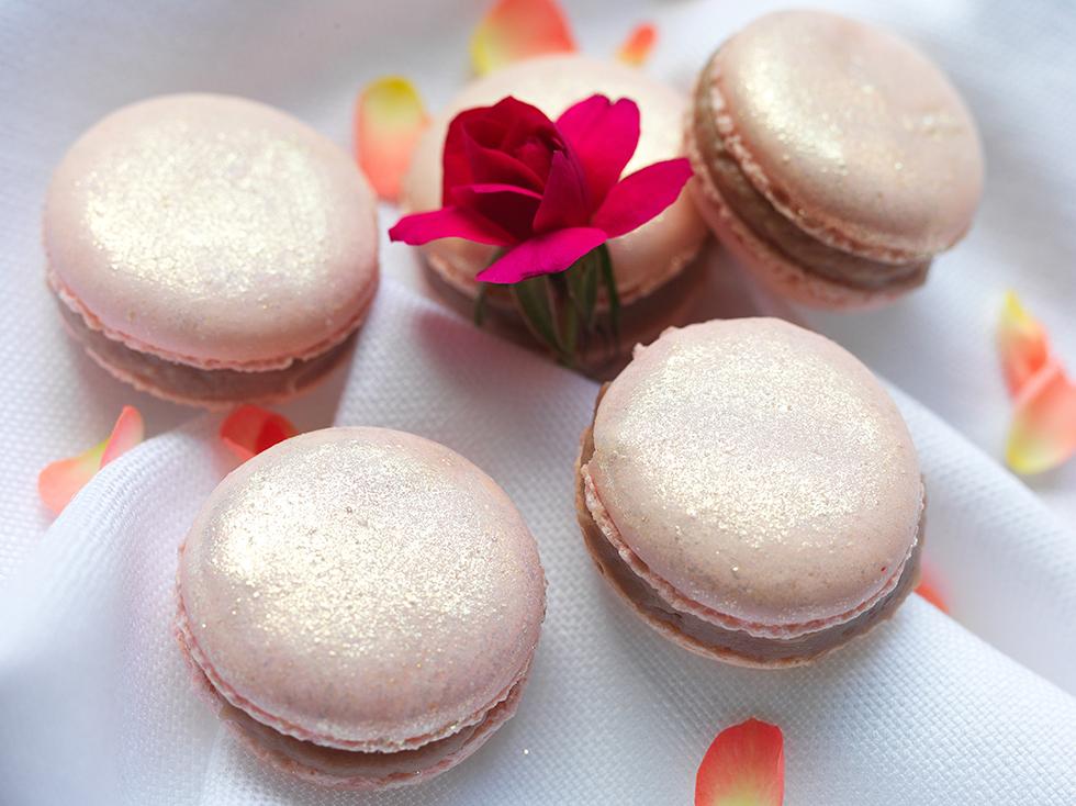 Macaron com Recheio de Rosas (Chocolate Ruby)