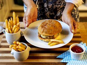 Cheeseburger com Fritas