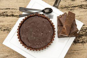 Torta de Caramelo Salgado com Amendoim e Ganache de Chocolate Meio Amargo
