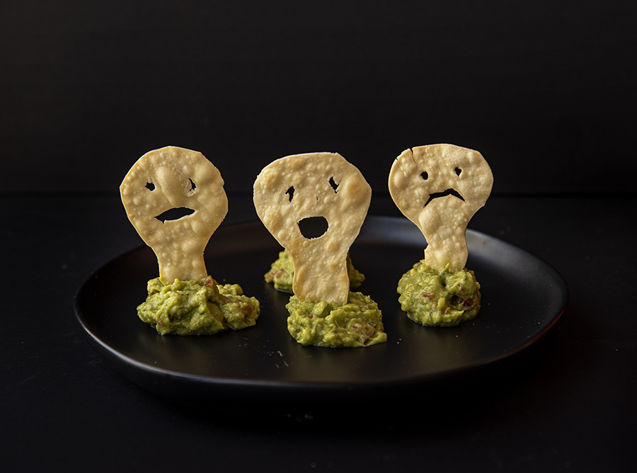 Fantasmas Chips com Guacamole (Chips de Massa de Pastel Assada com Guacamole)